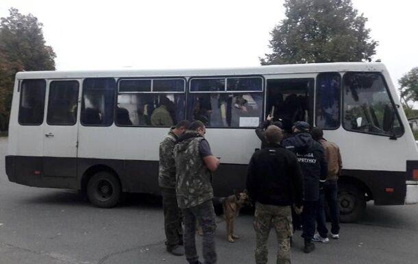 Місцевих жителів евакуювали автобусами