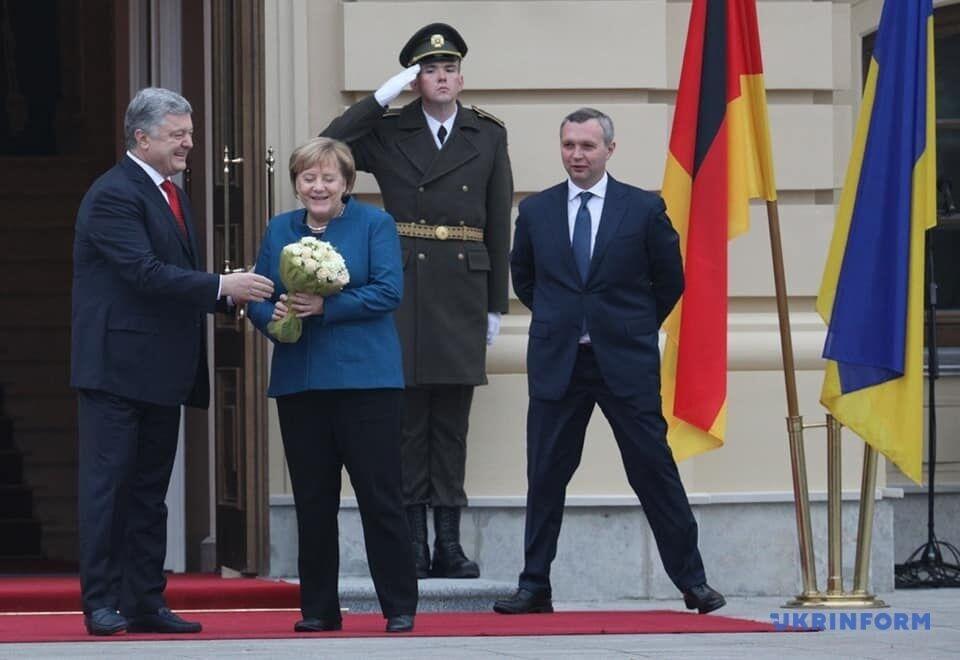 ''Вітаю, воїни!'' В Киеве Меркель заговорила на украинском. Видеофакт