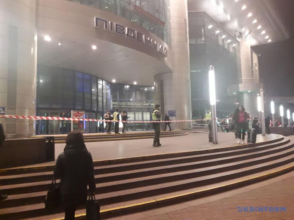 В Киеве ''заминировали'' четыре вокзала: стали известны требования преступника