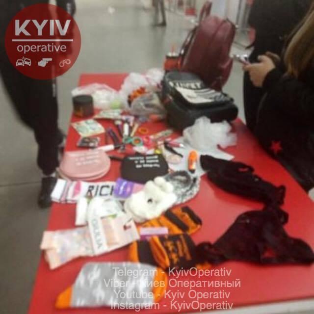 У Києві підлітки обчистили гіпермаркет: фото