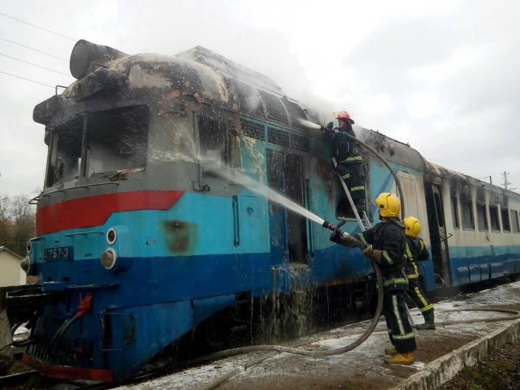 На Рівненщині загорівся потяг із людьми