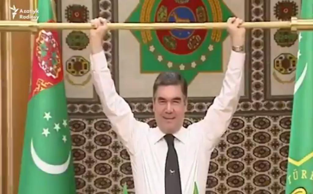 Президент Туркменії здивував ''трюком'' із золотою штангою