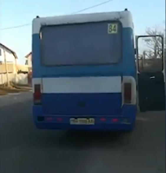 Під Одесою жінка випала з автобуса
