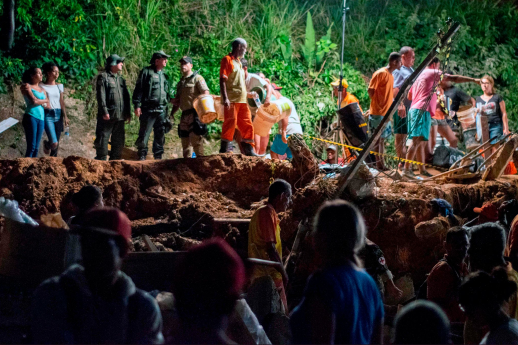 В Бразилии грязь погребла людей живьем: погибли 14 человек