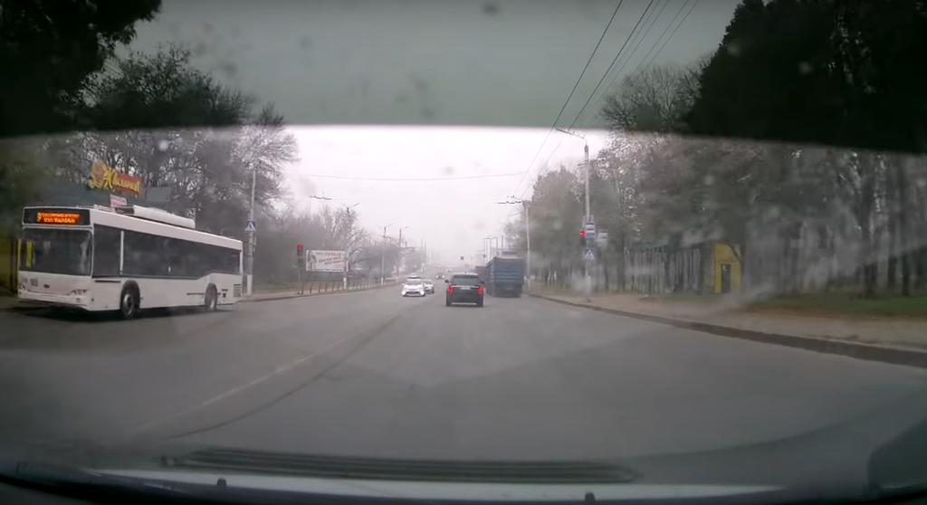 Украинского мэра поймали на лихачестве на дороге