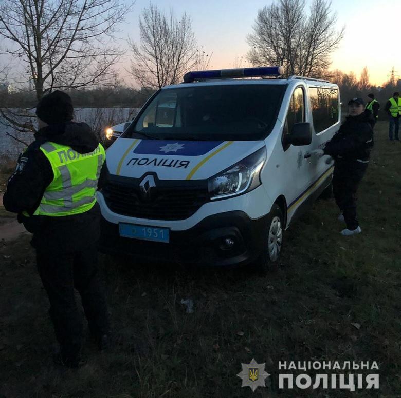 У Києві вибухнуло авто з людиною: що відомо