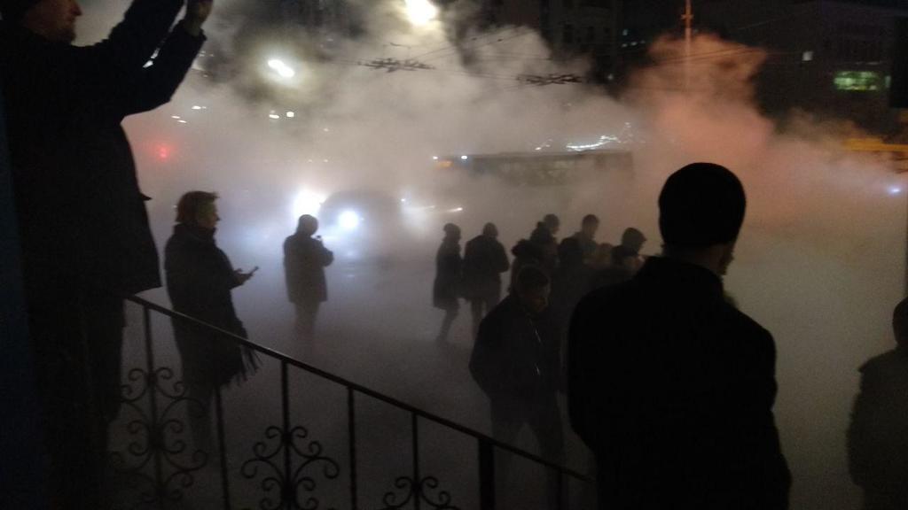 Машина з людьми провалилася в розлом: у Києві сталася велика НП