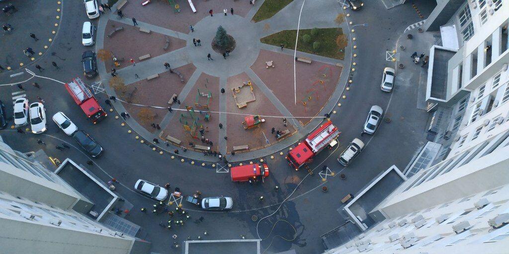 У Києві загорілася багатоповерхівка: перші фото і відео