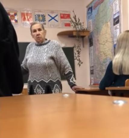 У РФ учнів залякали розстрілом за образу Путіна