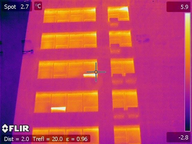 В Киеве госучреждения ''пускают тепло на ветер'': фото