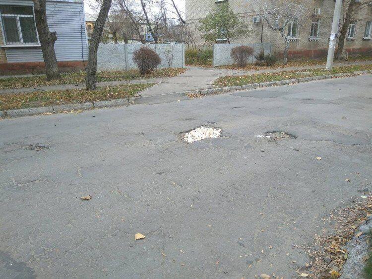 В Северодонецке ''изобрели'' новый способ ремонта дорог