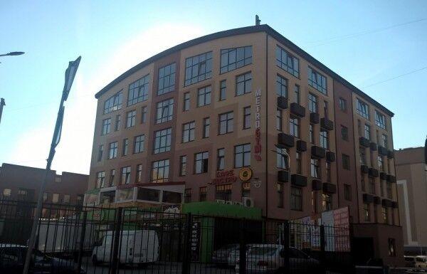 Згідно з документами, на місці цього офісного центру мав бути житловий комплекс