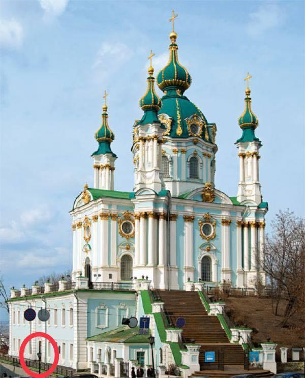 Андреевскую церковь забросали коктейлями Молотова