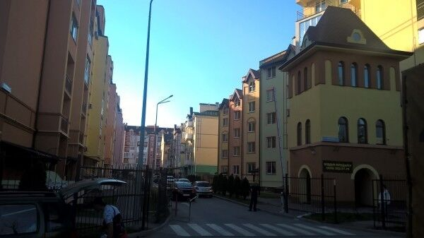 Новобудови на вул. Академіка Лєбєдєва, в яких деякі працівники НАНУ отримали службові квартири