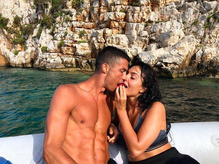 Роналду решил жениться: эффектные фото невесты Криштиану