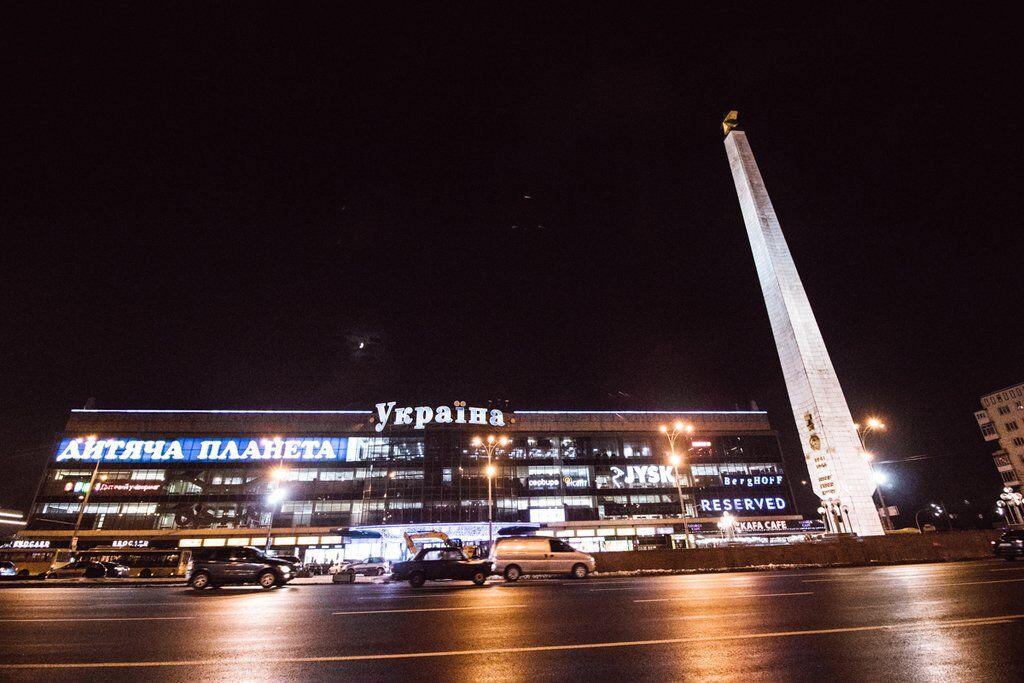 Нічна площа Перемоги в Києві: яскраві фото з висоти