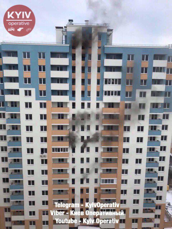 Горело с 3 по 18 этаж: в новостройке Киева случился мощный пожар