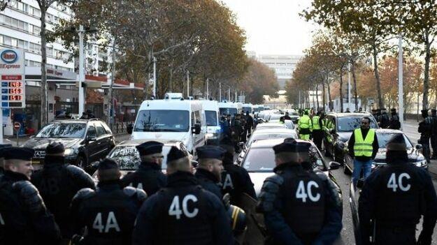 """""""Майдан"""" у Франції: сотні поранених і затриманих"""