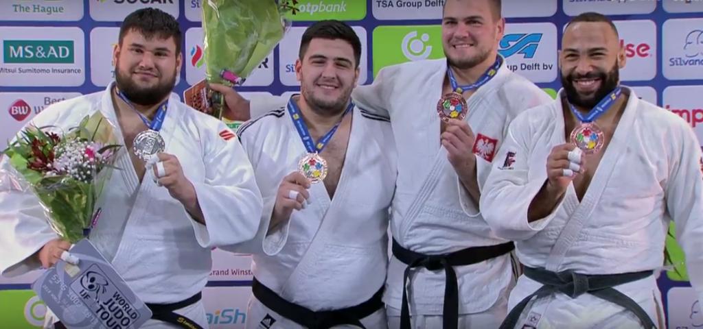 Яков Хаммо (второй слева)