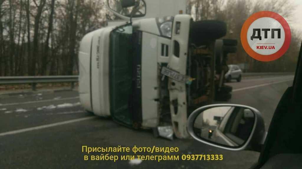 Під Києвом трапилася ДТП на ''трасі смерті'': фото й відео