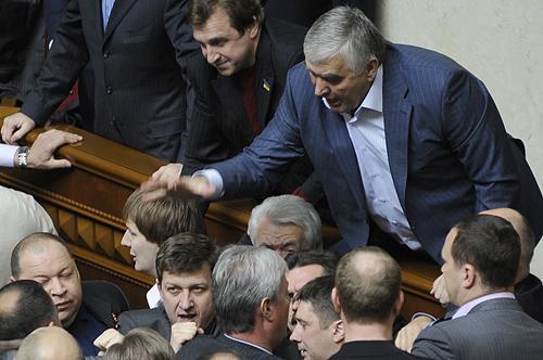 ''Усіх вас покладу!'' На Донбасі затримали скандального екс-регіонала