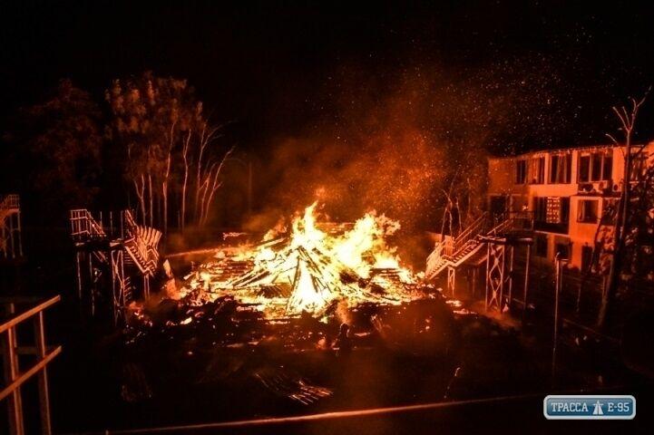 """Дерев'яний корпус """"Вікторії"""" згорів як сірник"""