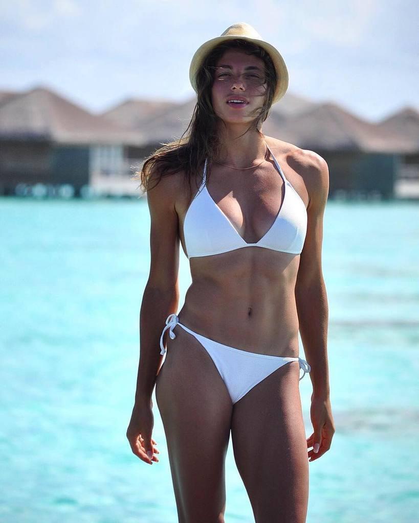 Українська атлетка захопила мережу фото в купальнику