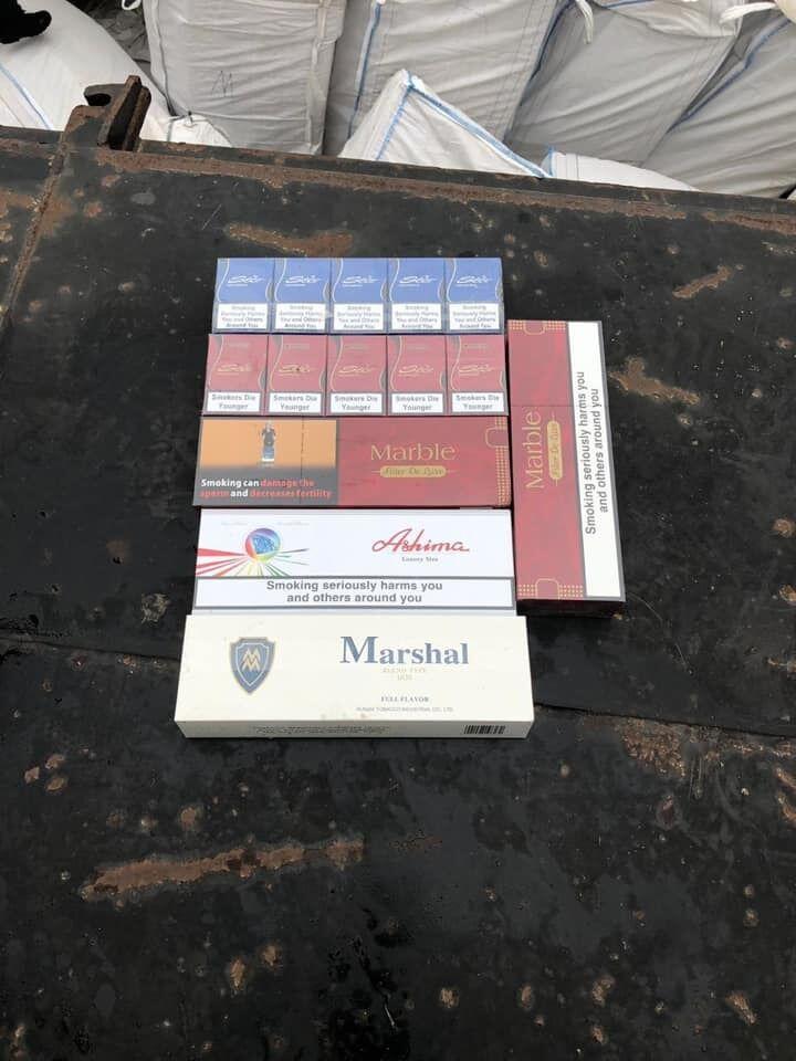 Контрабандні сигарети з баржі
