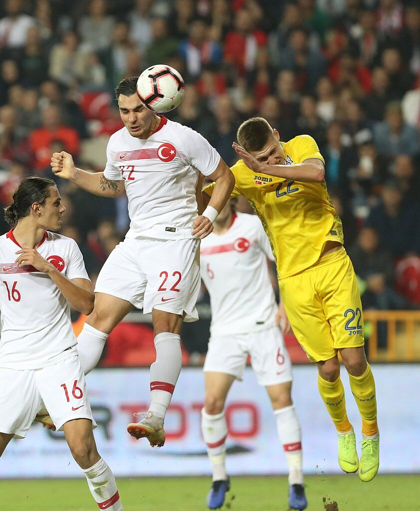 Збірна України експериментальним складом гідно зіграла з Туреччиною