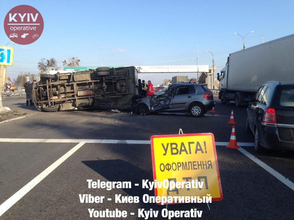Под Киевом столкнулись сразу шесть авто: фото