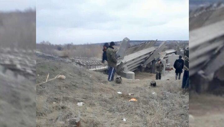 В России рухнул очередной мост: пострадали люди. Первые фото и видео с места ЧП
