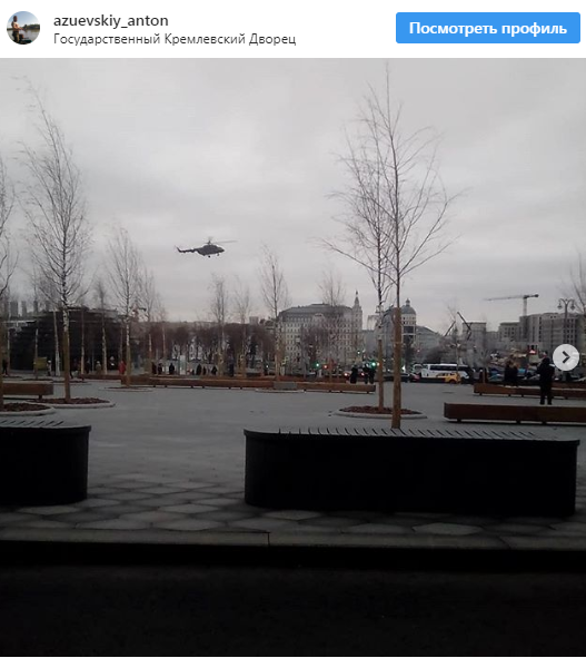 Над Кремлем злетіли вертольоти з людьми на мотузці
