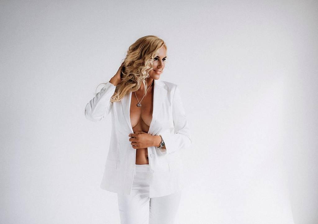 С голой грудью: Клочкова выложила дерзкие фото