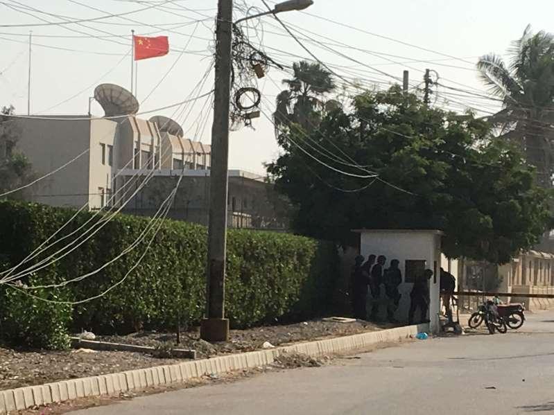 В Пакистане три смертника атаковали посольство Китая: первые фото и видео