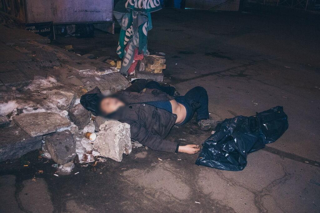 В Киеве возле метро нашли труп: первые подробности, фото и видео