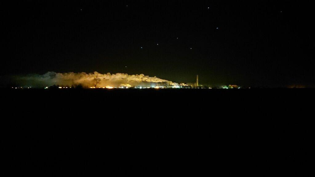 Ночью завод выглядит так