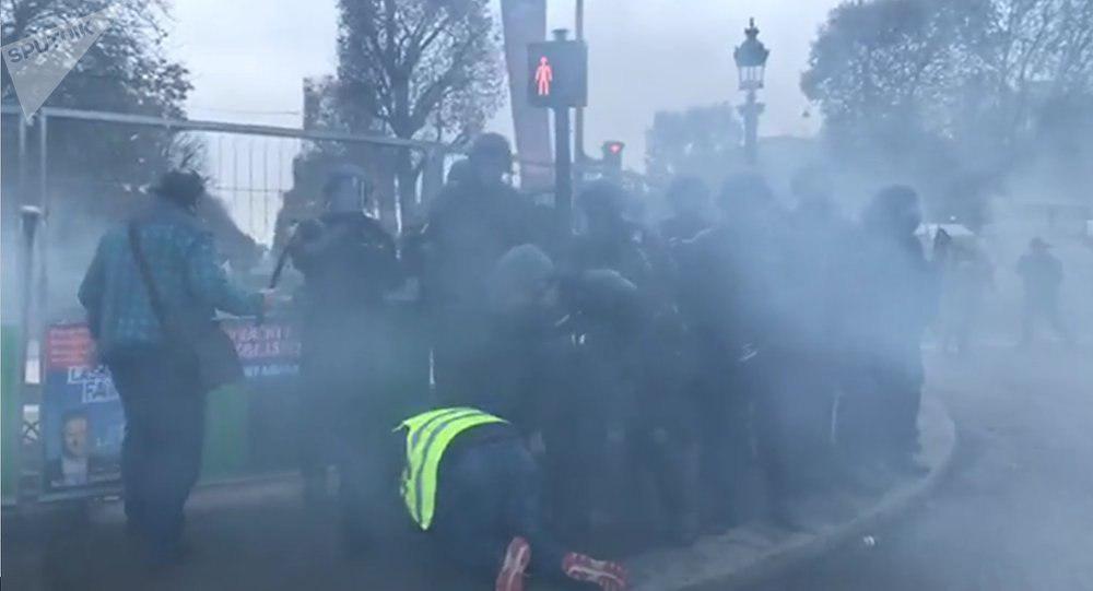 Топливный ''Майдан'' во Франции: в ход пошли водяные пушки