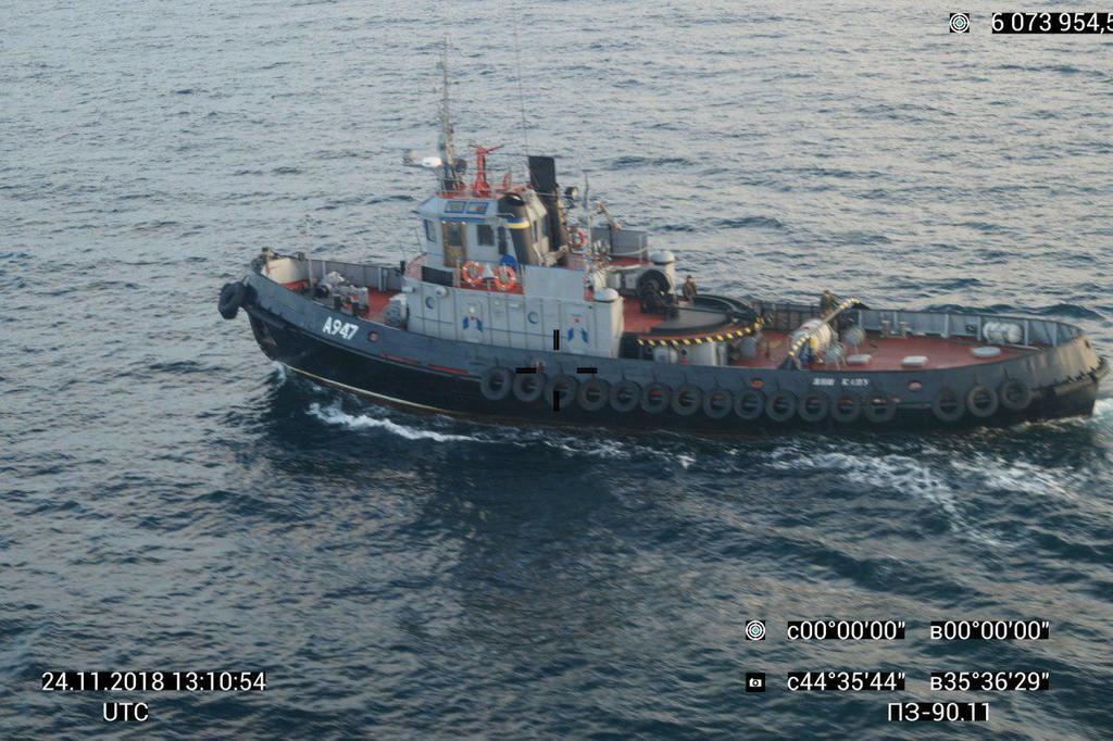 Атака на корабель України: з'явилися знімки