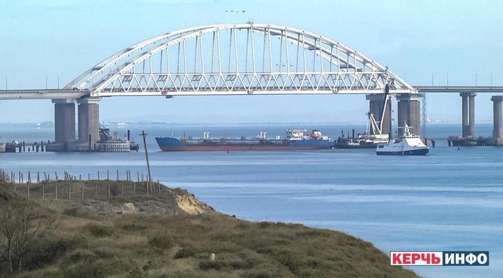 РФ стягнула штурмовики до Керченської протоки
