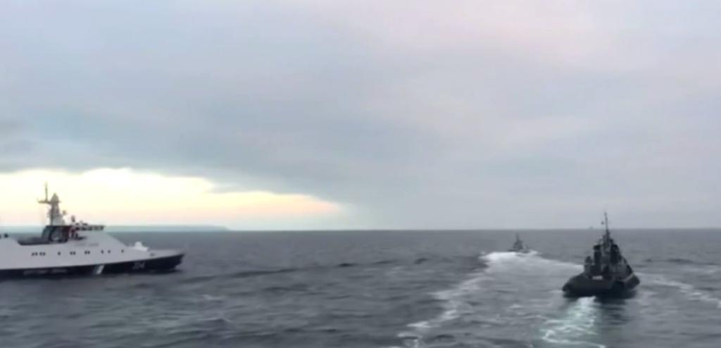 Росіян висміяли за дірявий корабель у морі