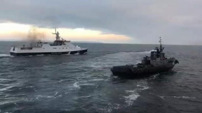 ''Дави его, бл*дь!'' Появилось видео тарана кораблем РФ украинского буксира