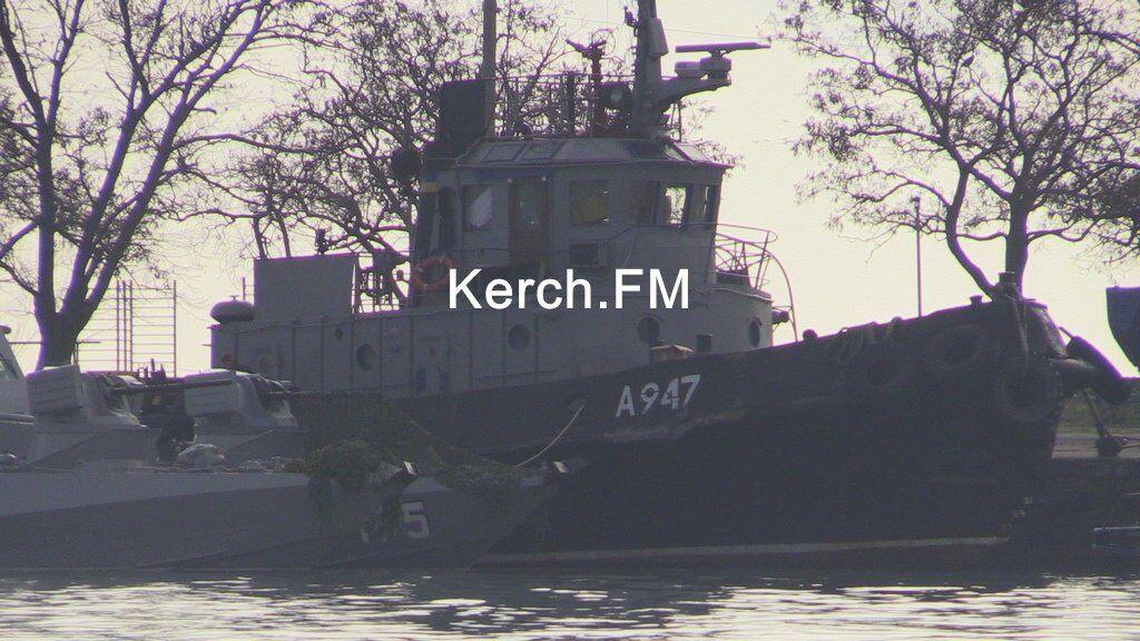 Один из украинских кораблей стоит в Керчи
