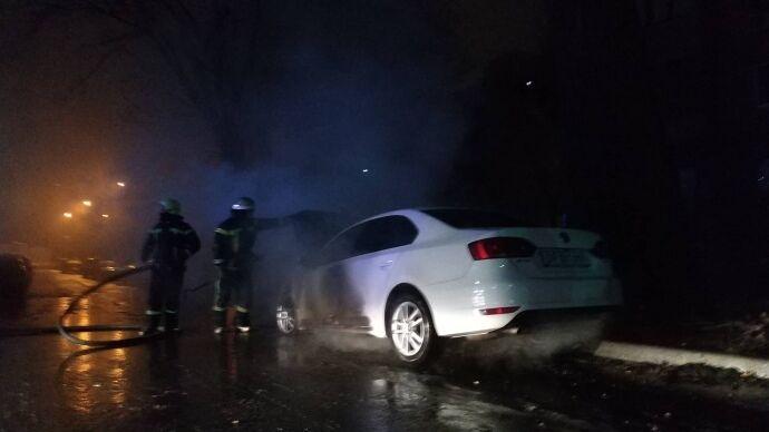 Під посольством РФ у Києві підпалили авто дипломата