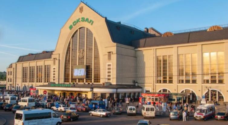 У Києві евакуювали два вокзали