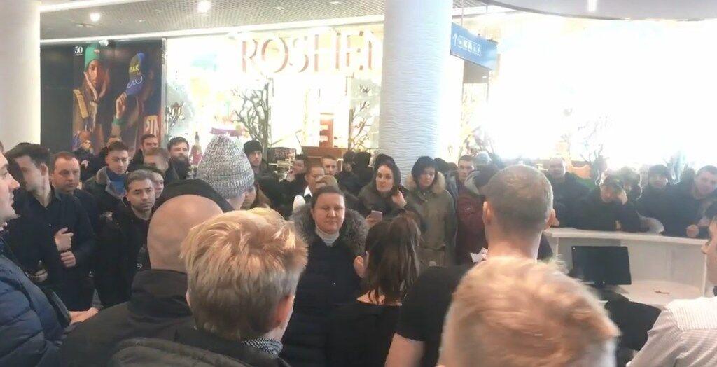 У Києві в ТРЦ друга Путіна відбулися сутички