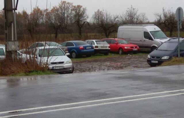 """На кордоні з Україною помітили """"кладовище євроблях"""": фото"""