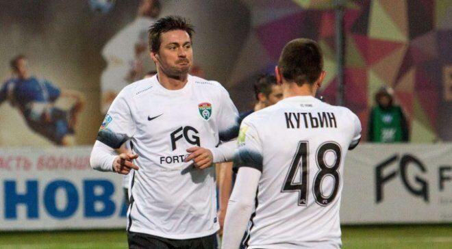 "Артем Милевский (слева) в футболке ""Тосно"""