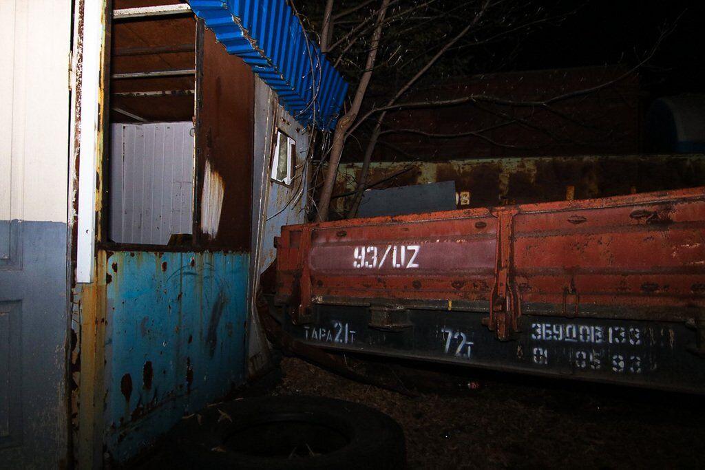 Люди вижили дивом: у Києві потяг вилетів на стоянку