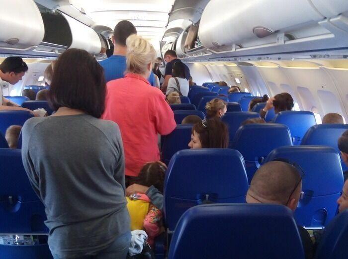 Пасажири поскаржилися на різкий стрибок тиску в салоні