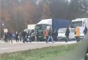 Под Киевом активисты заблокировали дорогу: что случилось